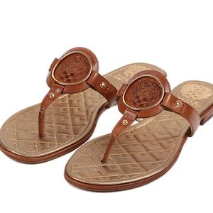 🔻 NWOT Vince Camuto leather thong sandals 🔺